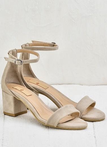 Elle Kalın Topuklu Sandalet Bej